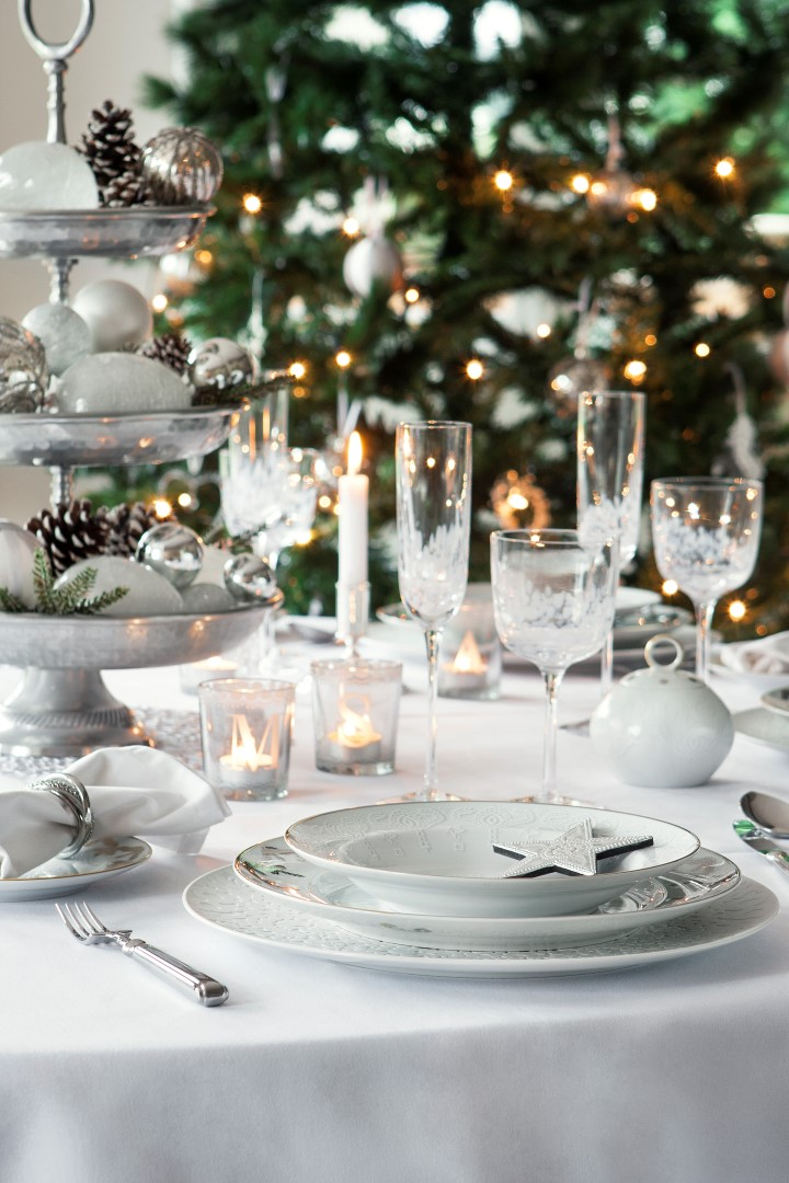 Textured charger plates offset the tableware from the white tablecloth whilst keeping the look fresh and minimalist silver cutlery adds to the cool ... & 5 Festive Table Plan Ideas to Recreate this Christmas